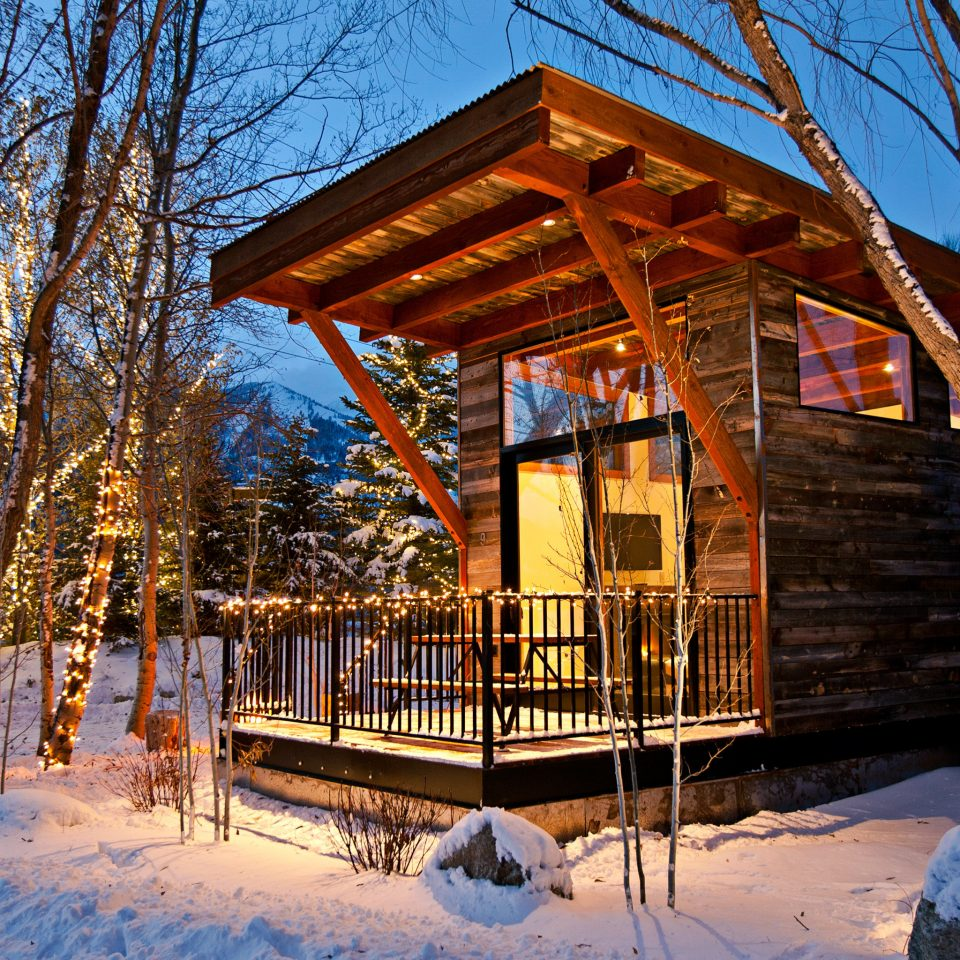 Country Glamping Hotels Trip Ideas Tree Snow Winter Season Log Cabin House Resort Shrine