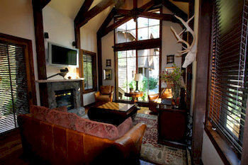 Country Inn Lounge Luxury Rustic property building Resort Villa living room mansion cottage home condominium hacienda