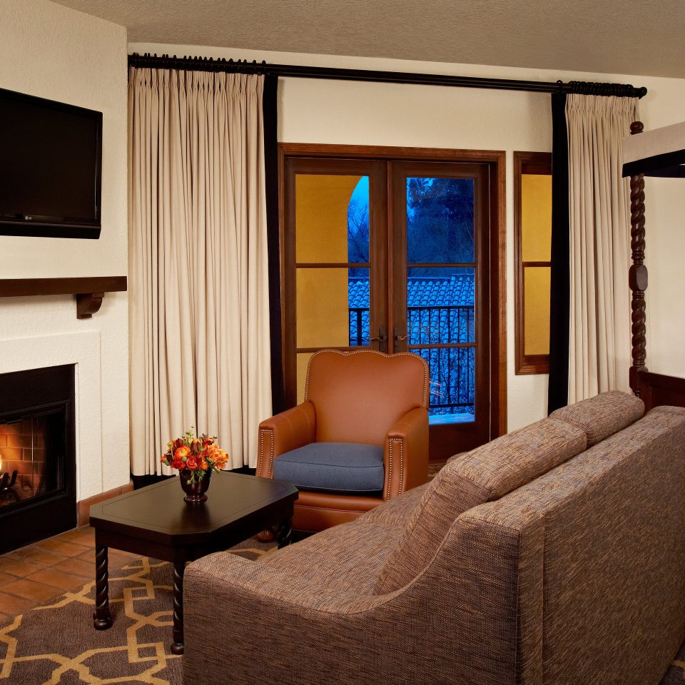 Country Inn Suite property living room home cottage Villa condominium flat