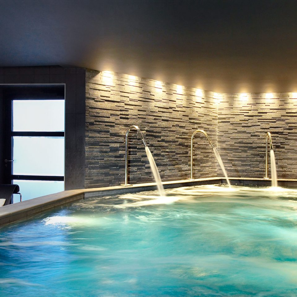Country Luxury Spa Wellness water swimming pool Resort jacuzzi condominium empty Island