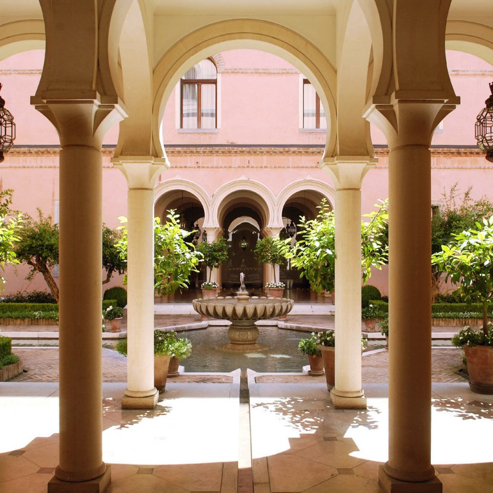building palace home hacienda mansion Courtyard arch court colonnade