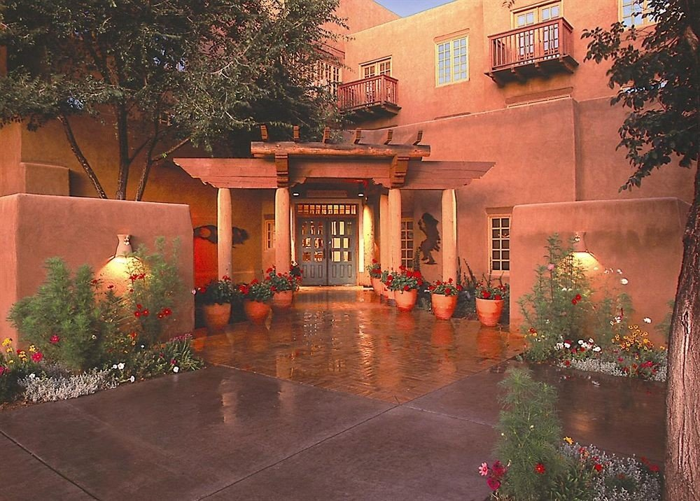 tree house home Courtyard backyard mansion hacienda christmas decoration