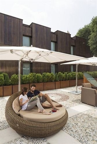 swimming pool leisure property backyard outdoor structure home Courtyard
