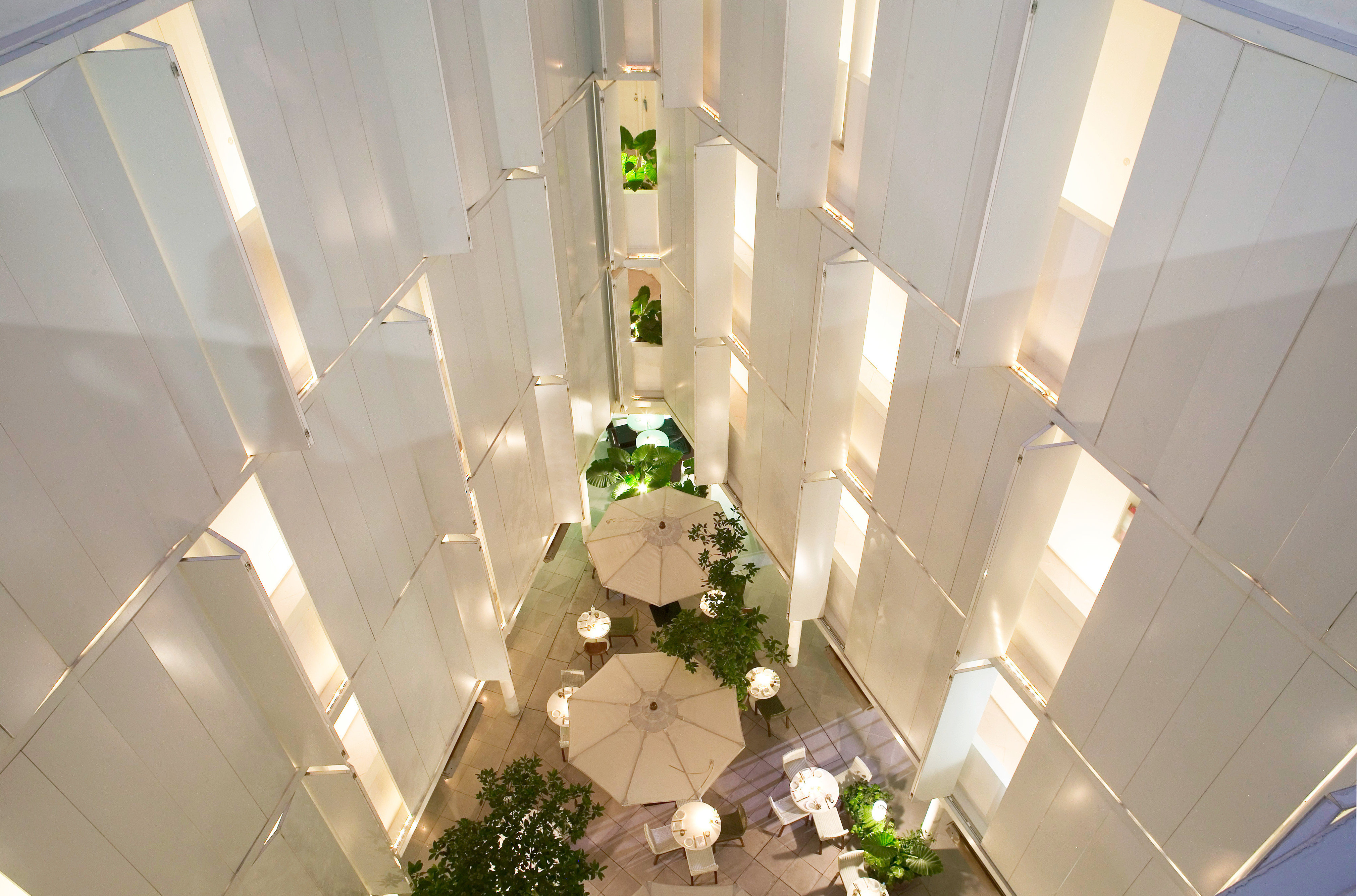 Courtyard Deck Dining Drink Eat Hip Lounge Modern Patio Terrace white green house home wedding flower