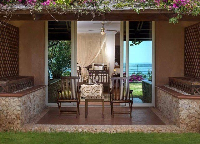 chair property porch backyard home house outdoor structure Villa cottage mansion yard living room Courtyard Deck farmhouse hacienda