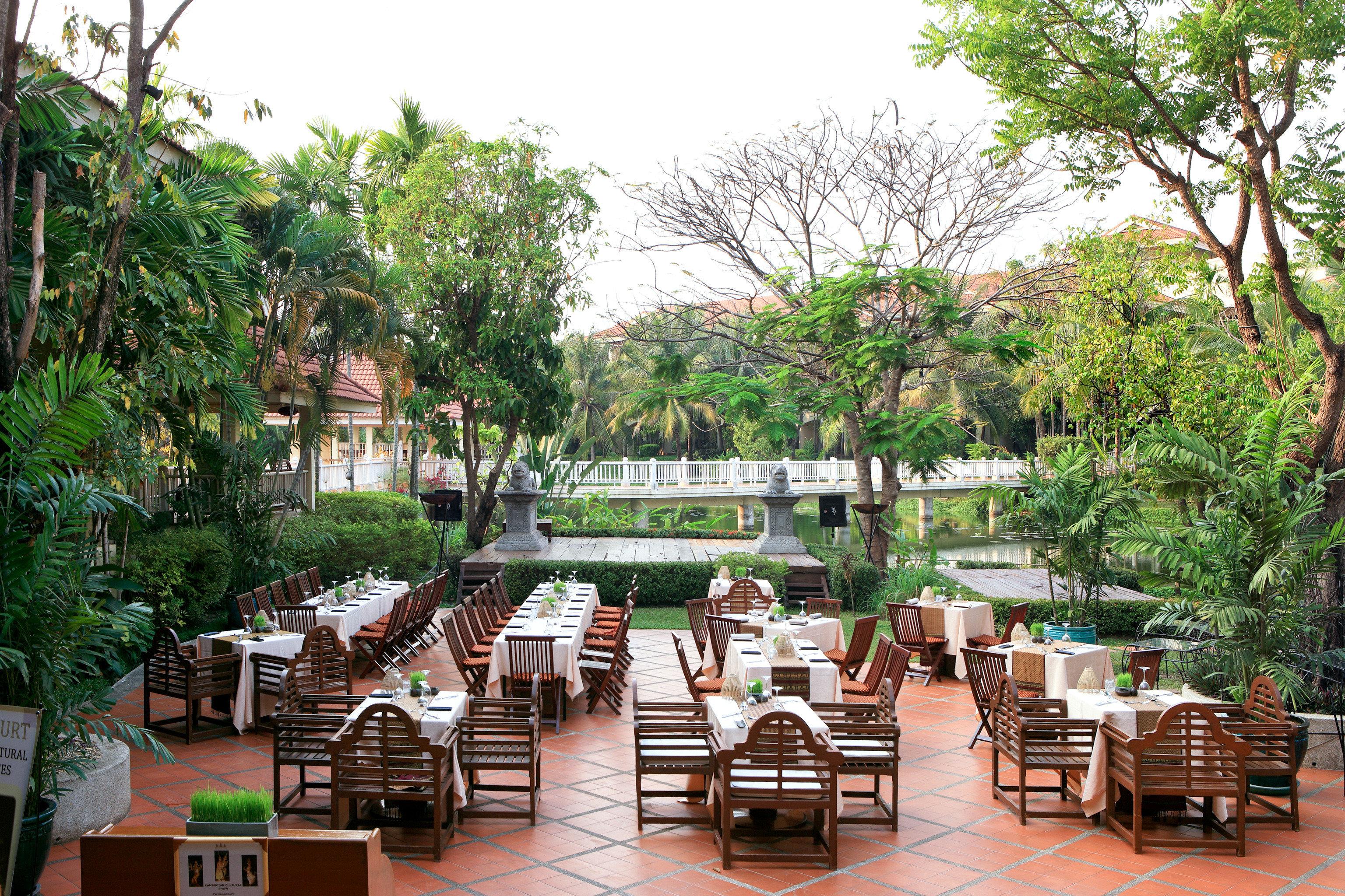 Dining Drink Eat Family Resort Scenic views tree ground property restaurant plaza Courtyard condominium Jungle Garden