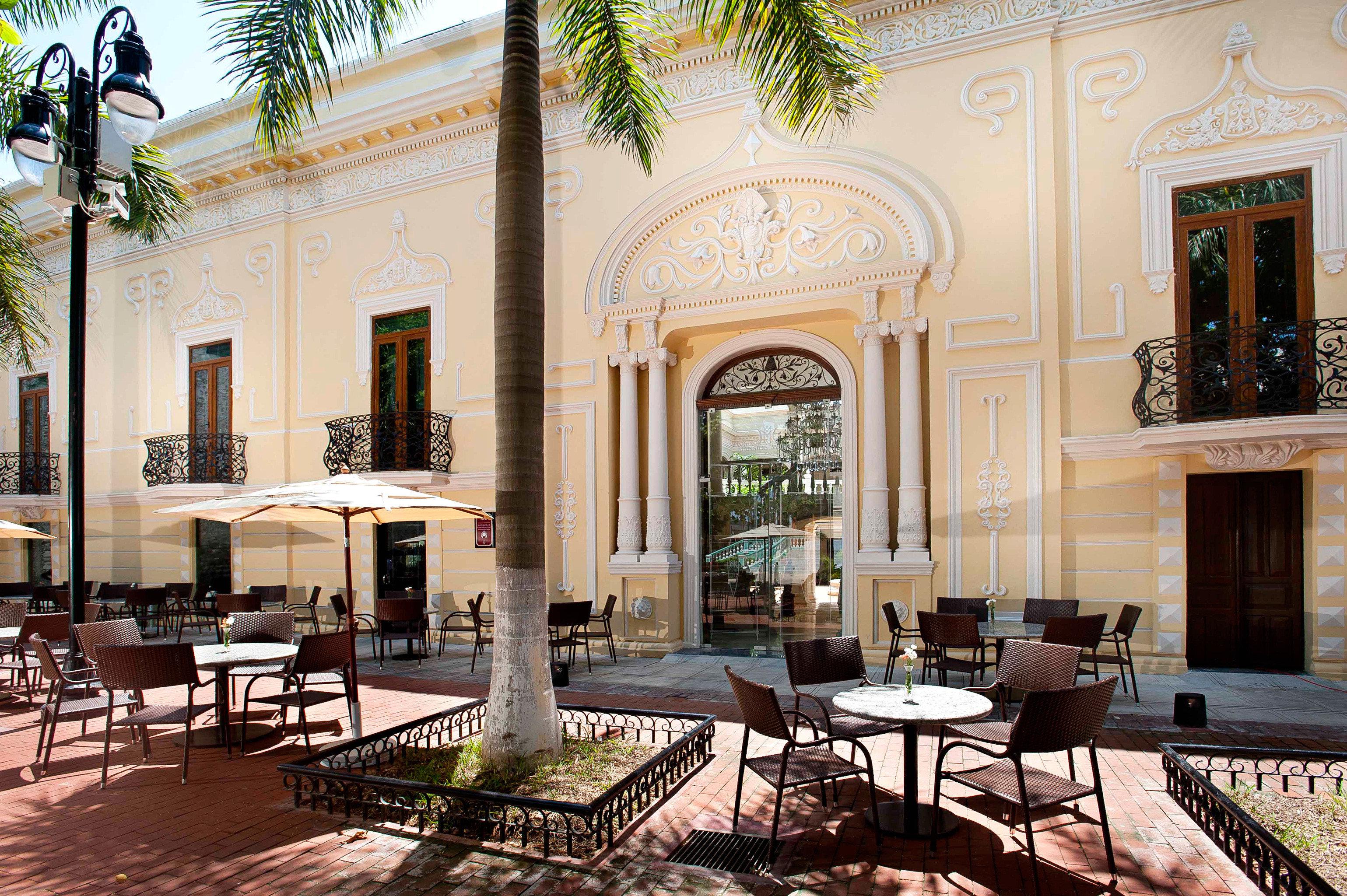 Dining Elegant Patio property chair Lobby building Courtyard home mansion palace condominium Villa plaza hacienda living room