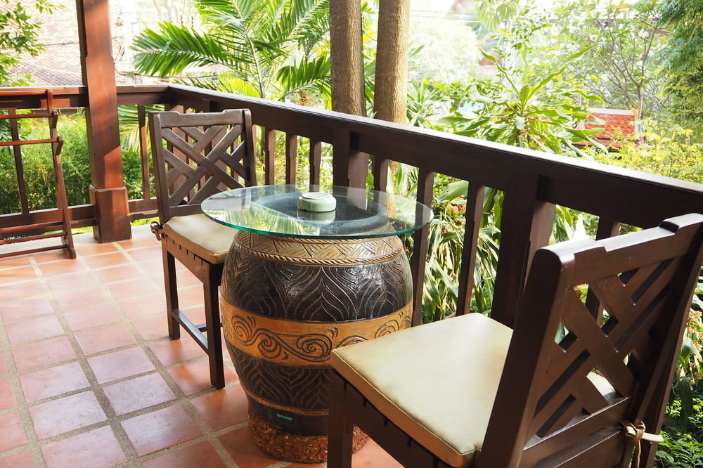 tree chair property Dining backyard cottage home porch outdoor structure Villa wooden Resort Courtyard yard Patio Garden