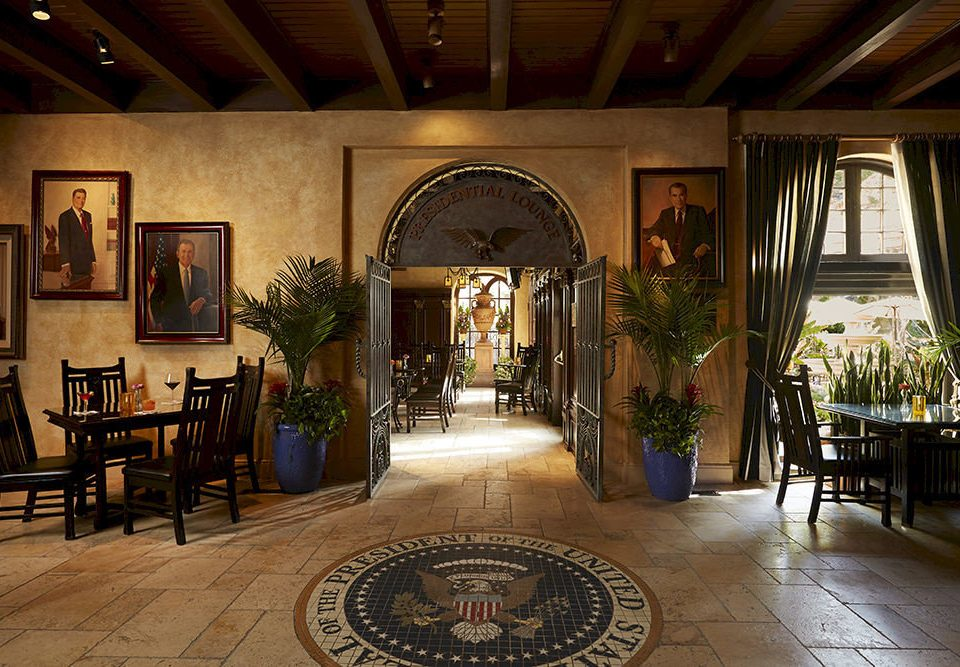 building Lobby Dining mansion home palace hacienda restaurant Courtyard tourist attraction dining table