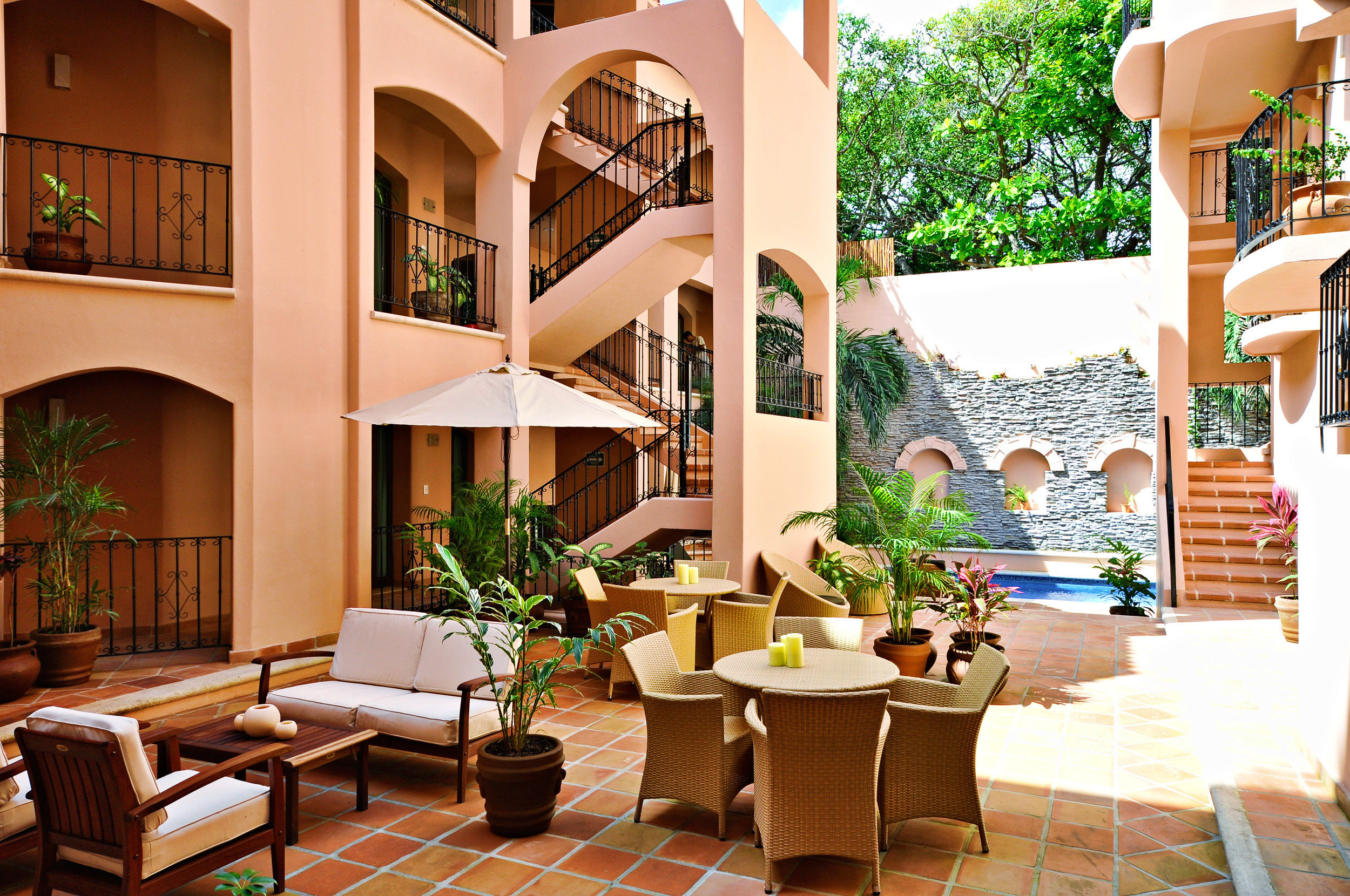 Dining Lounge Patio chair property home Resort condominium Lobby living room Villa Courtyard