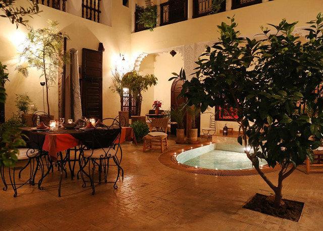 Lobby restaurant hacienda Dining home Courtyard Villa plant