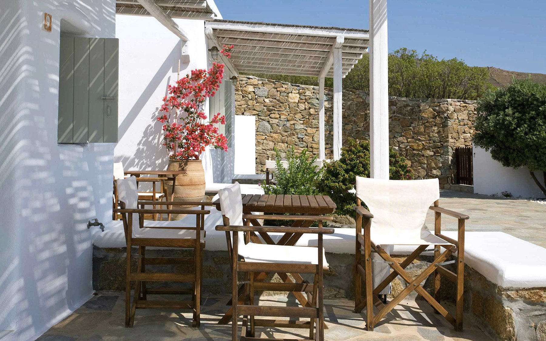 chair property porch home cottage Dining outdoor structure backyard Villa Patio farmhouse Courtyard