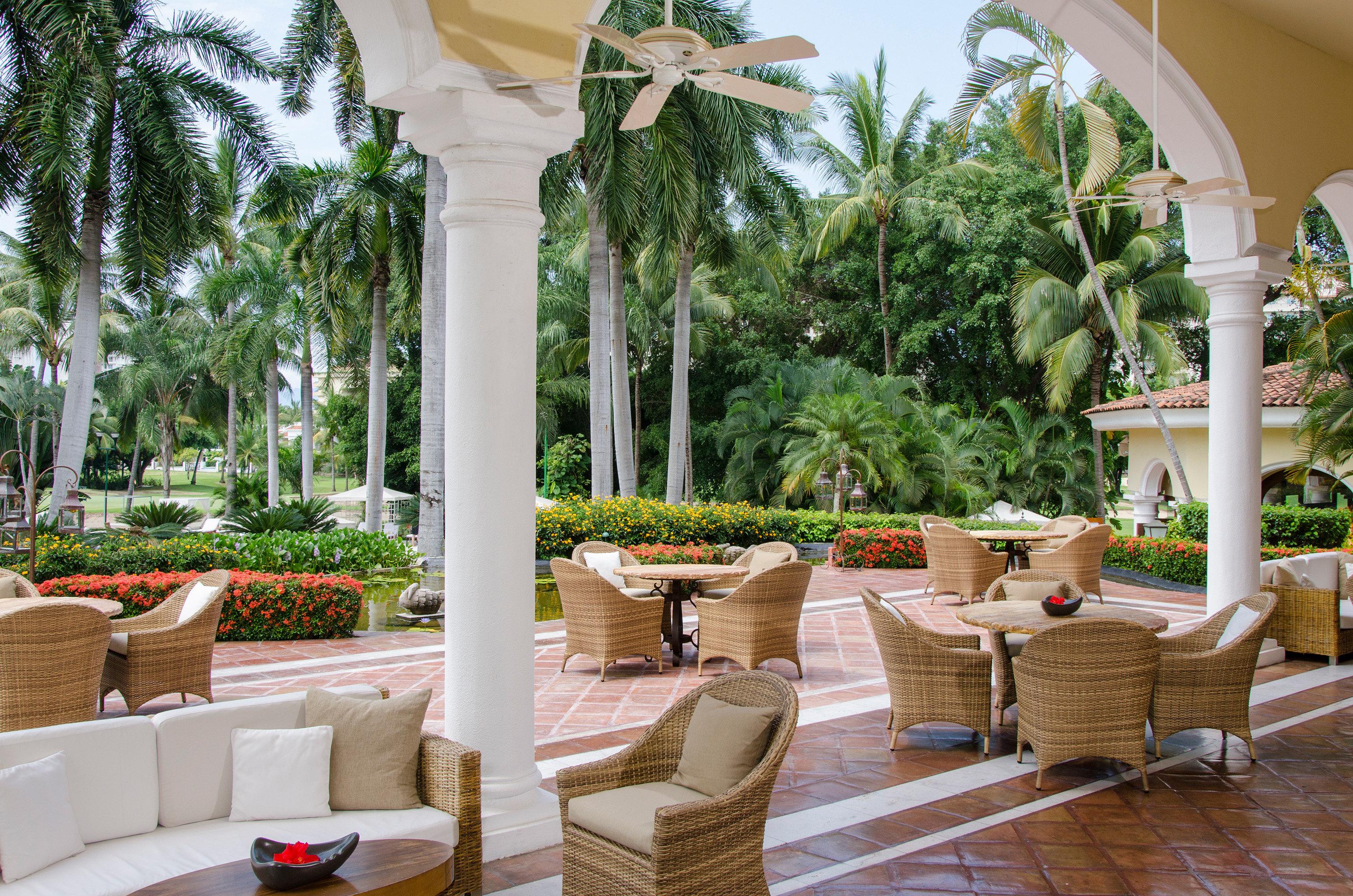 Elegant Hip Lounge Luxury Modern Tropical tree property Resort Courtyard arecales home backyard Villa outdoor structure Garden yard hacienda condominium restaurant