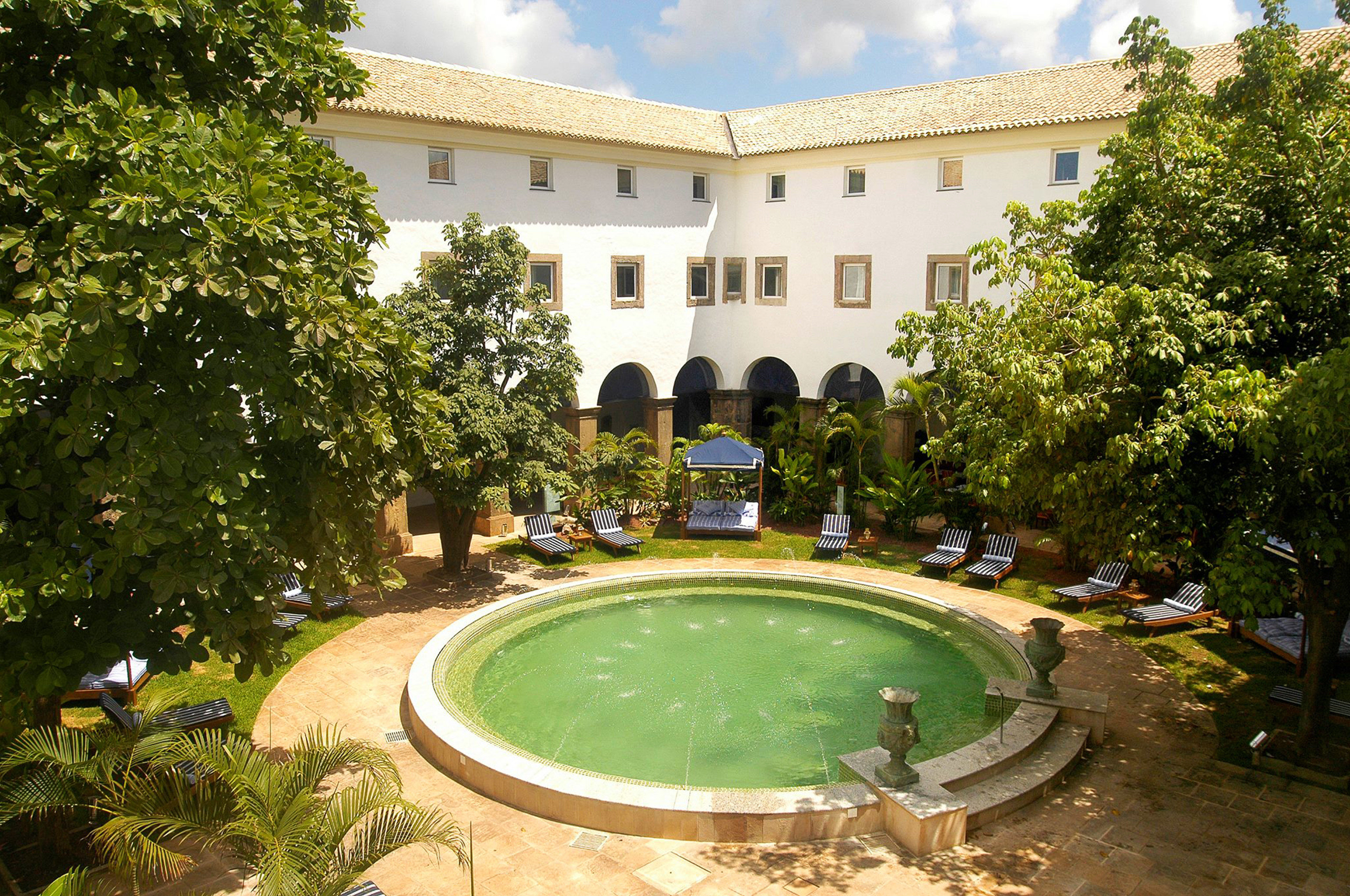 Courtyard Elegant Historic Lounge Outdoors Patio Pool Terrace tree swimming pool Garden reflecting pool palace green mansion plaza water feature town square Resort lawn backyard fountain château Villa