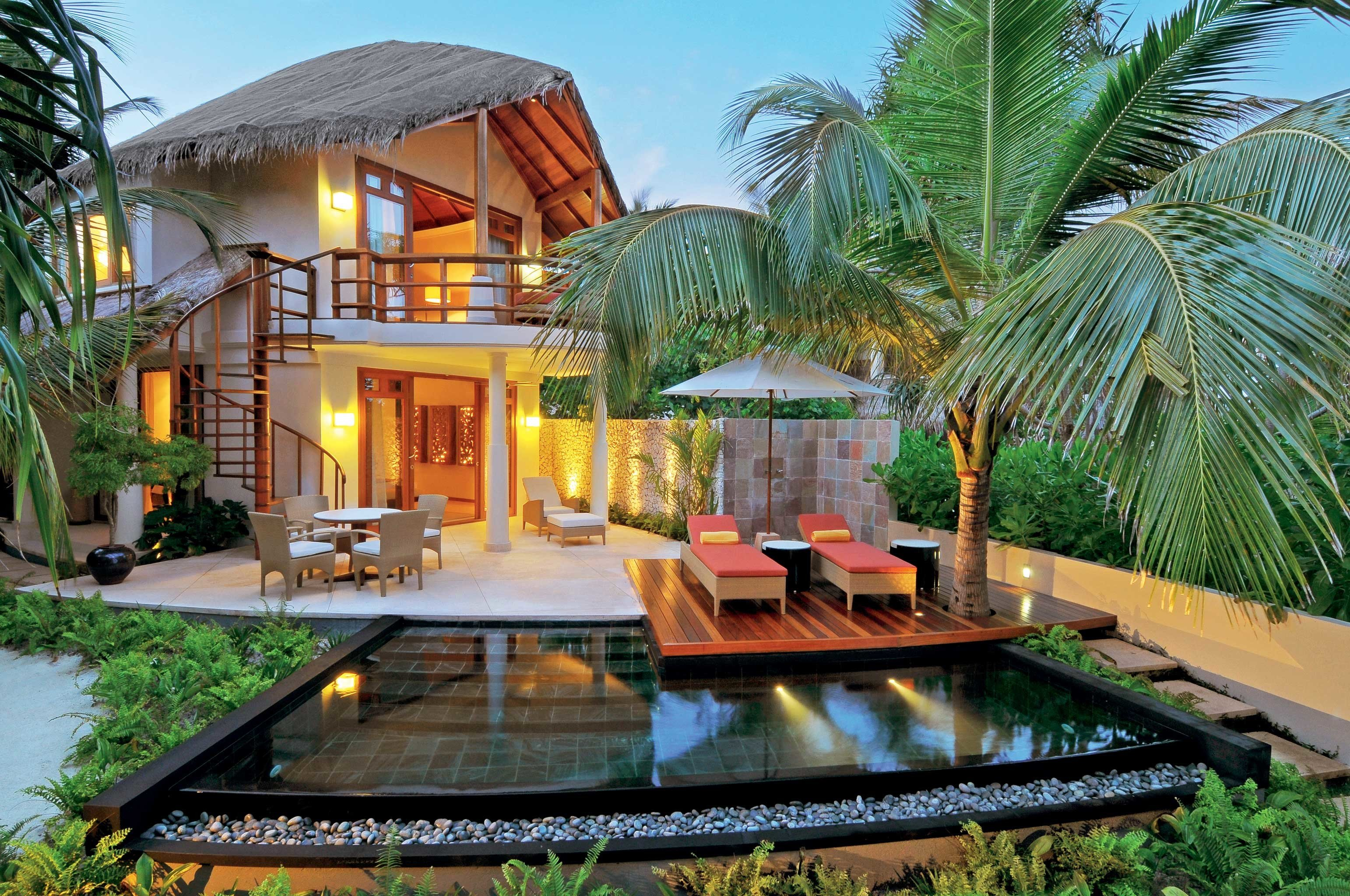 Elegant Lounge Luxury Modern Pool tree property swimming pool Resort backyard Villa home eco hotel Courtyard Jungle mansion hacienda palm plant