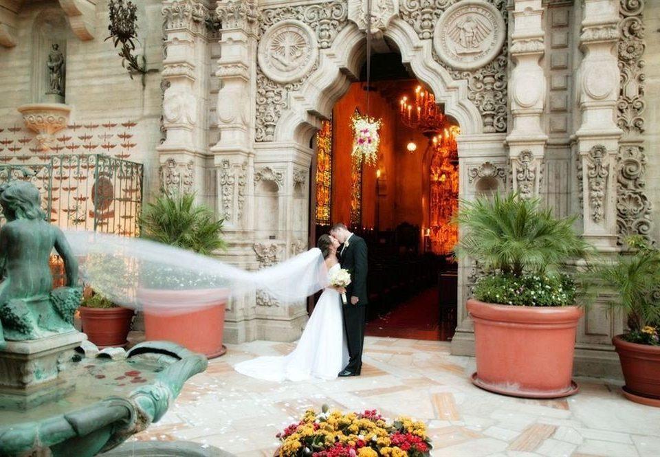 Elegant Luxury Romantic aisle altar ceremony palace temple shrine Courtyard place of worship mansion chapel Lobby