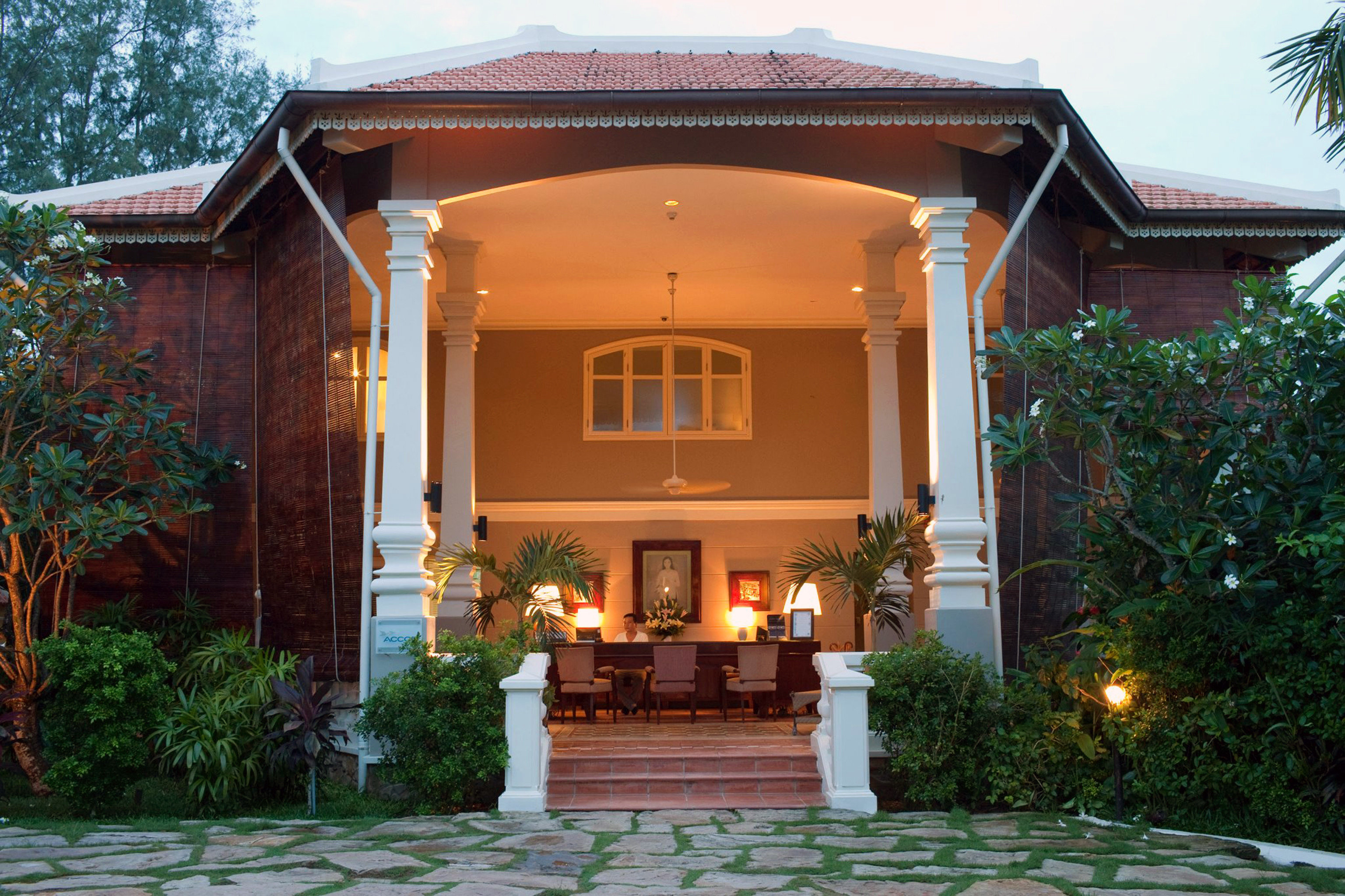 Courtyard Exterior Island Lobby Patio Resort Terrace building tree sky house property home mansion Villa hacienda cottage outdoor structure porch