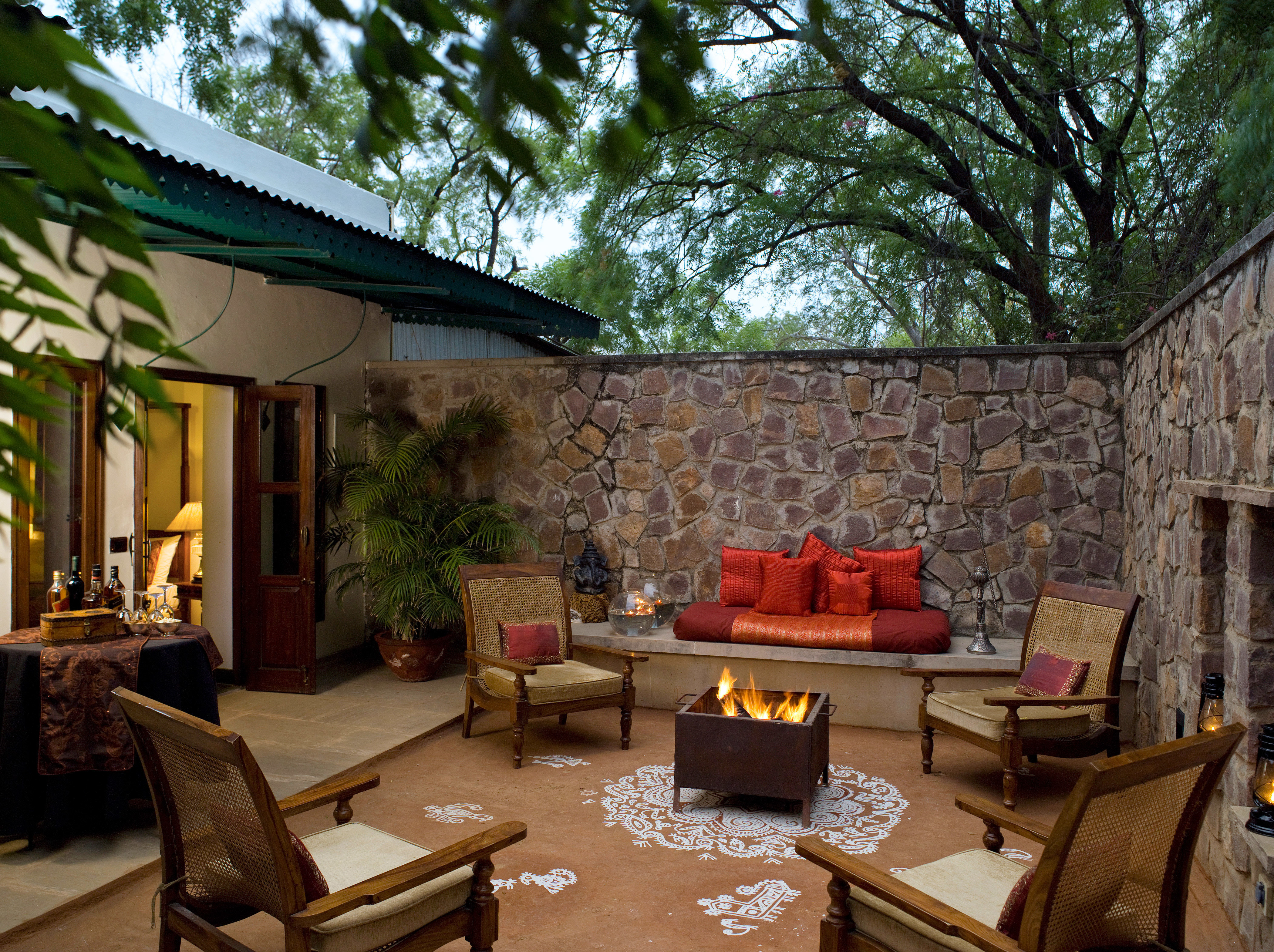 Fireplace Lodge Luxury Patio Suite tree property home backyard cottage Villa outdoor structure farmhouse Courtyard living room yard hacienda