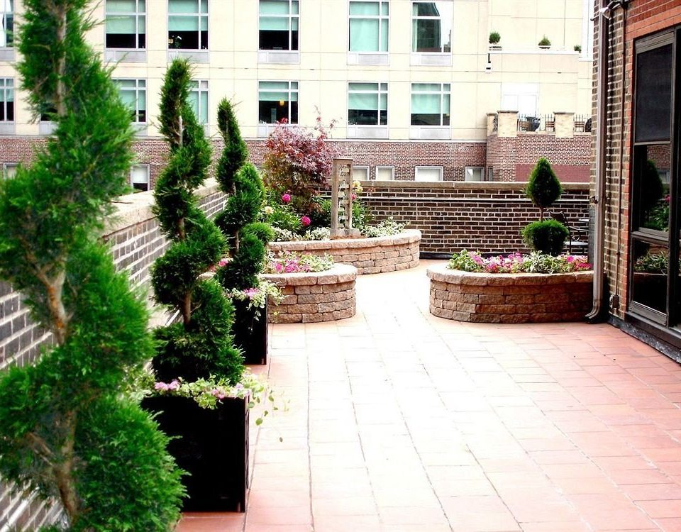 building ground property brick Courtyard walkway Garden sidewalk plant yard backyard stone home lawn outdoor structure landscaping landscape architect way square bushes