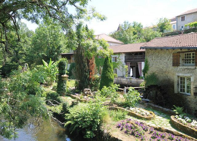 tree house property Garden yard backyard home Courtyard cottage landscape architect landscaping pond stone