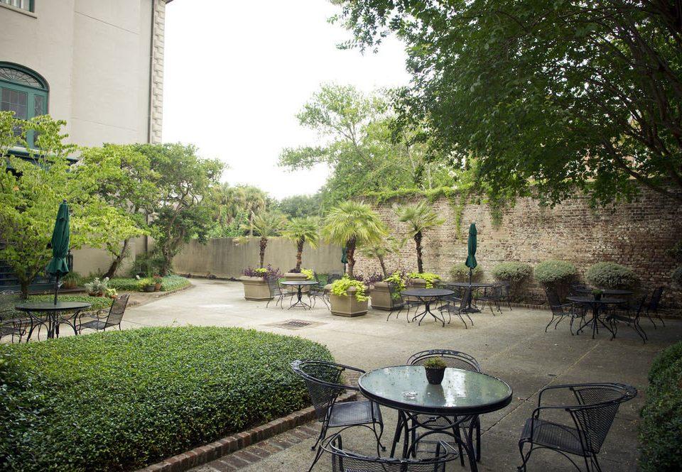 tree grass property Courtyard backyard yard Garden home landscape architect mansion lawn outdoor structure hacienda shade