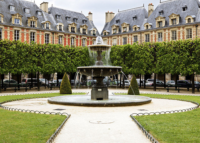 grass building plaza town square Courtyard tree palace château park Garden stately home castle fountain water feature mansion old stone colonnade