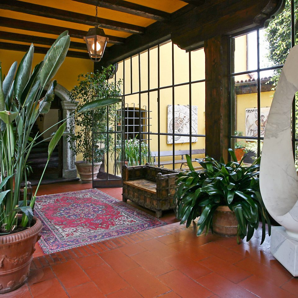 Lobby plant property house Garden home Courtyard backyard flower yard outdoor structure cottage porch