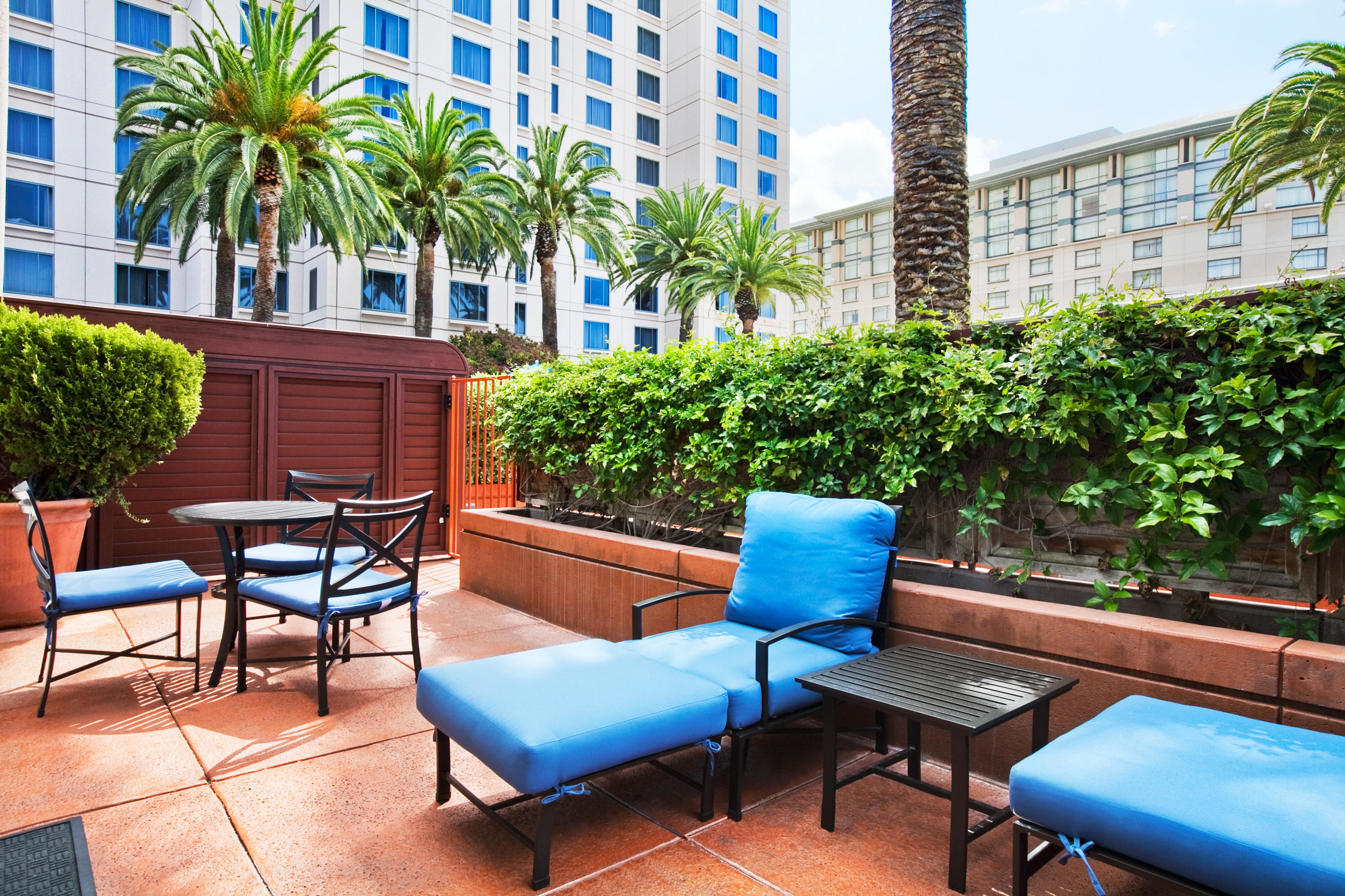 Lounge Outdoors Patio Terrace chair condominium leisure property building Resort swimming pool plant Villa home Courtyard plaza blue backyard restaurant Garden