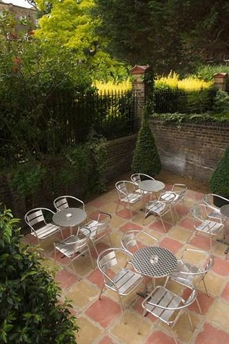 tree property backyard yard Garden Patio outdoor structure cottage Courtyard surrounded