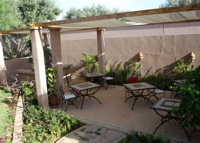 property building yard backyard outdoor structure pergola Courtyard Garden Patio plant shed landscaping porch