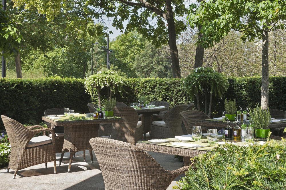 tree property Picnic Garden yard backyard Courtyard outdoor structure landscape architect cottage flower Patio arranged
