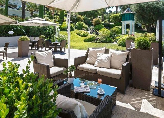 tree property backyard outdoor structure home Resort yard Villa Patio cottage Garden Courtyard