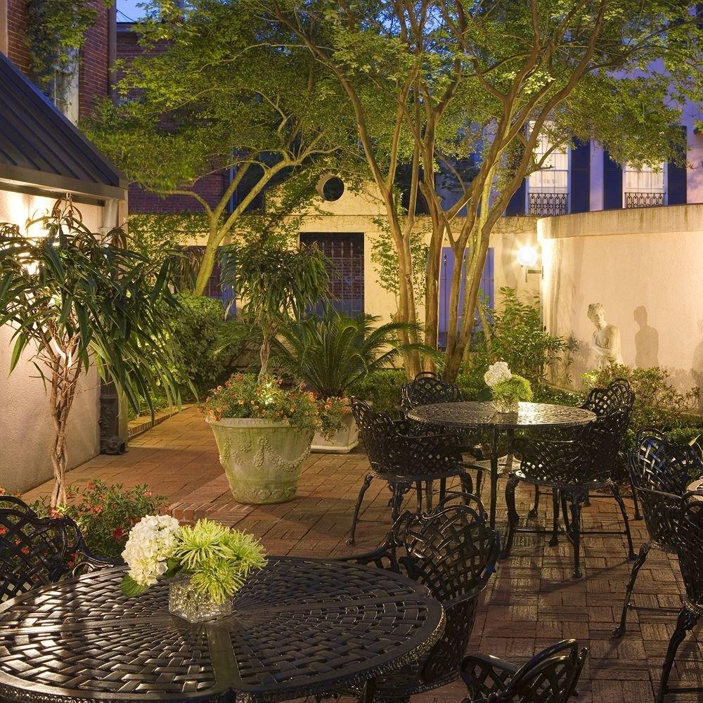 tree property building backyard Courtyard yard home Villa Garden outdoor structure hacienda Patio Resort cottage landscaping plant surrounded