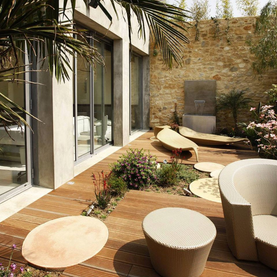 property Courtyard home backyard porch yard outdoor structure Villa Garden Patio cottage mansion living room landscaping