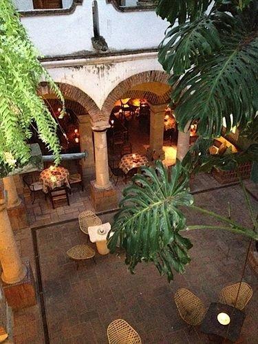 plant property Courtyard lighting Resort hacienda Garden mansion backyard