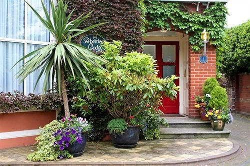 plant property home Courtyard Garden cottage Resort yard porch outdoor structure backyard flower landscaping bushes