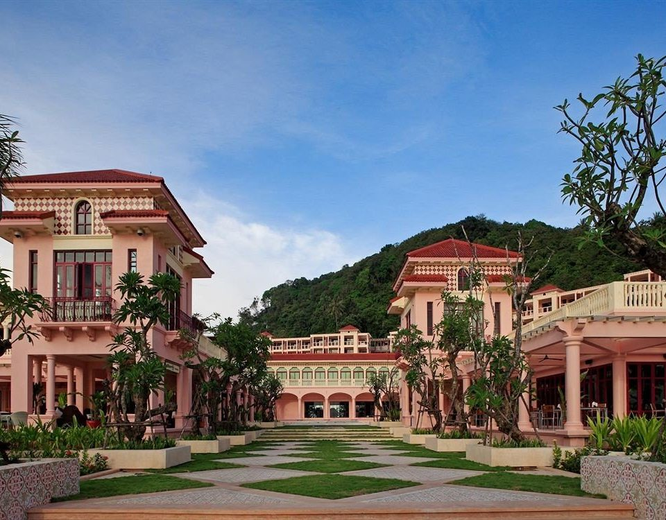 building sky house property Town palace neighbourhood mansion home residential area Resort plaza Villa Courtyard old stone Garden