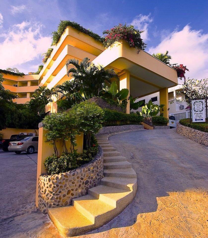 sky tree ground property house home residential area Resort neighbourhood condominium Villa Courtyard mansion hacienda Garden