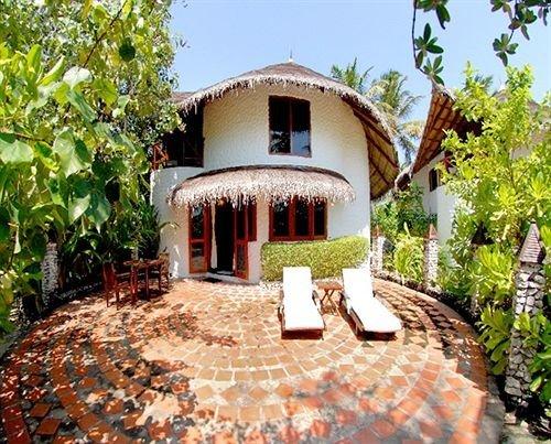 tree property building Resort Villa house home mansion hacienda cottage backyard eco hotel farmhouse Courtyard Garden stone