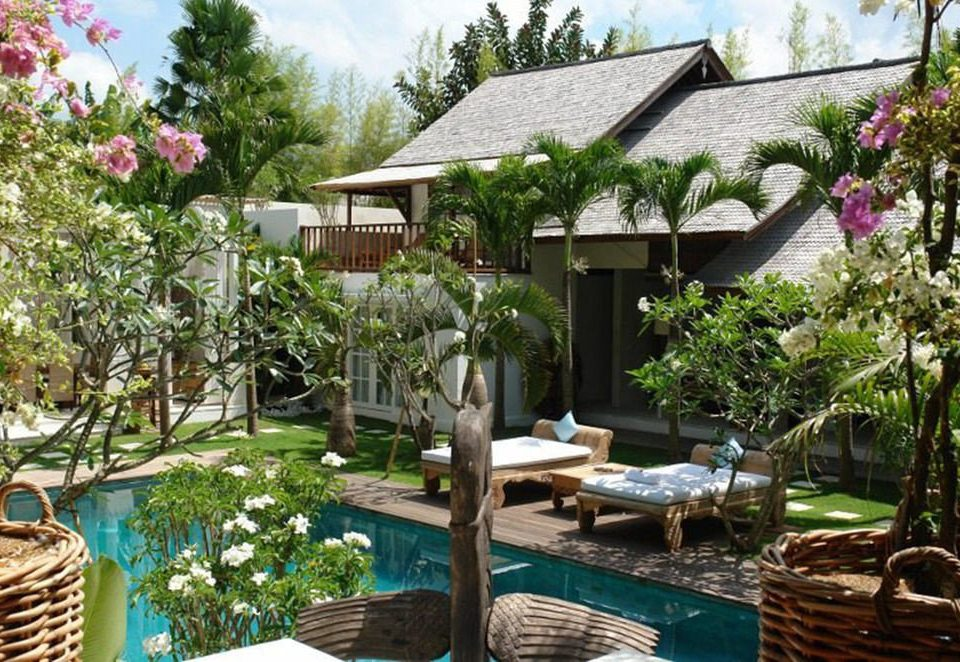 tree property Resort flower Garden Courtyard backyard cottage eco hotel outdoor structure restaurant Villa plant yard surrounded