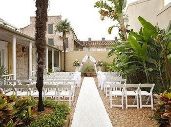 building plant property Villa Courtyard home Resort aisle mansion hacienda cottage backyard porch Garden colonnade