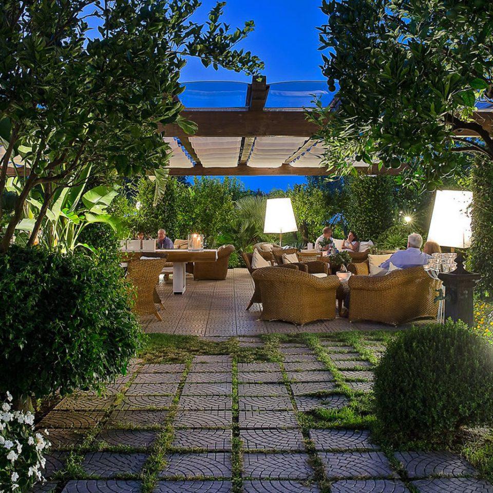 tree Garden backyard yard Courtyard home flower Resort plant cottage outdoor structure Villa