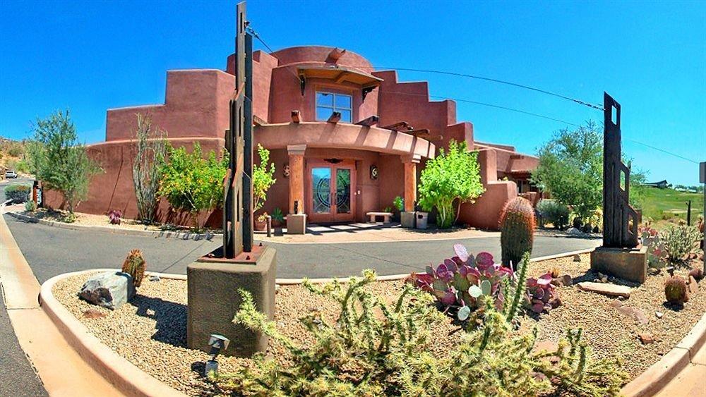 sky ground property street Resort Villa hacienda home Courtyard mansion backyard cottage Village Garden curb
