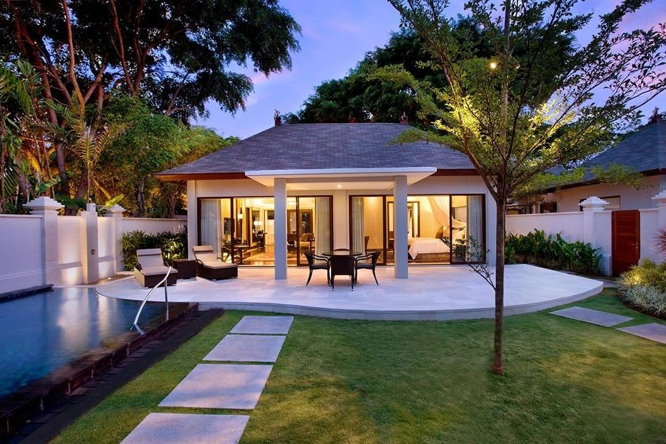tree grass house building property home swimming pool mansion Villa backyard Resort residential area Courtyard hacienda landscape lighting cottage residential Garden