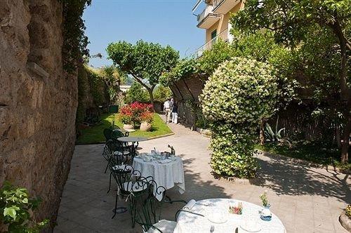 tree ground property Villa Courtyard hacienda backyard cottage home yard Garden Resort Village stone flower