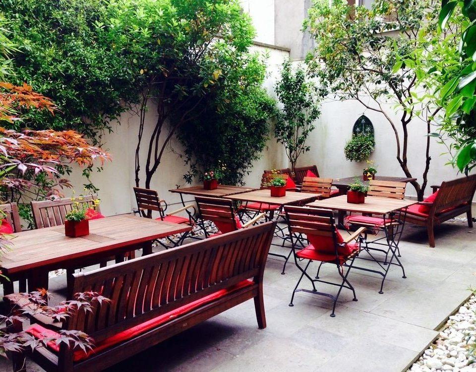 tree property backyard restaurant red Courtyard outdoor structure yard cottage Garden Villa