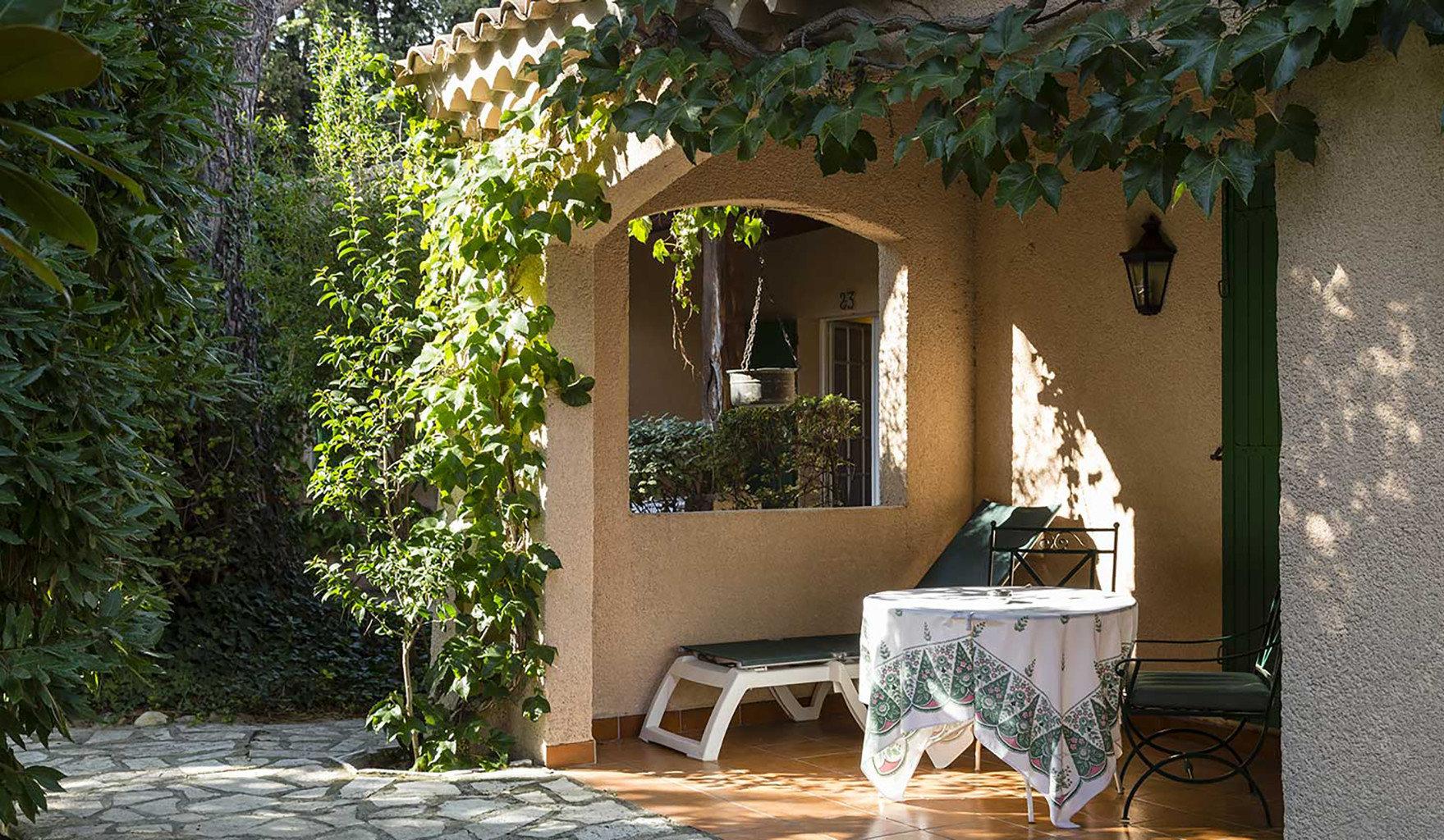 tree house property home Courtyard plant Villa backyard cottage porch outdoor structure hacienda mansion yard Garden