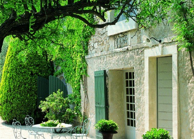 tree plant property house building home cottage Courtyard Villa mansion Garden backyard yard bushes porch stone