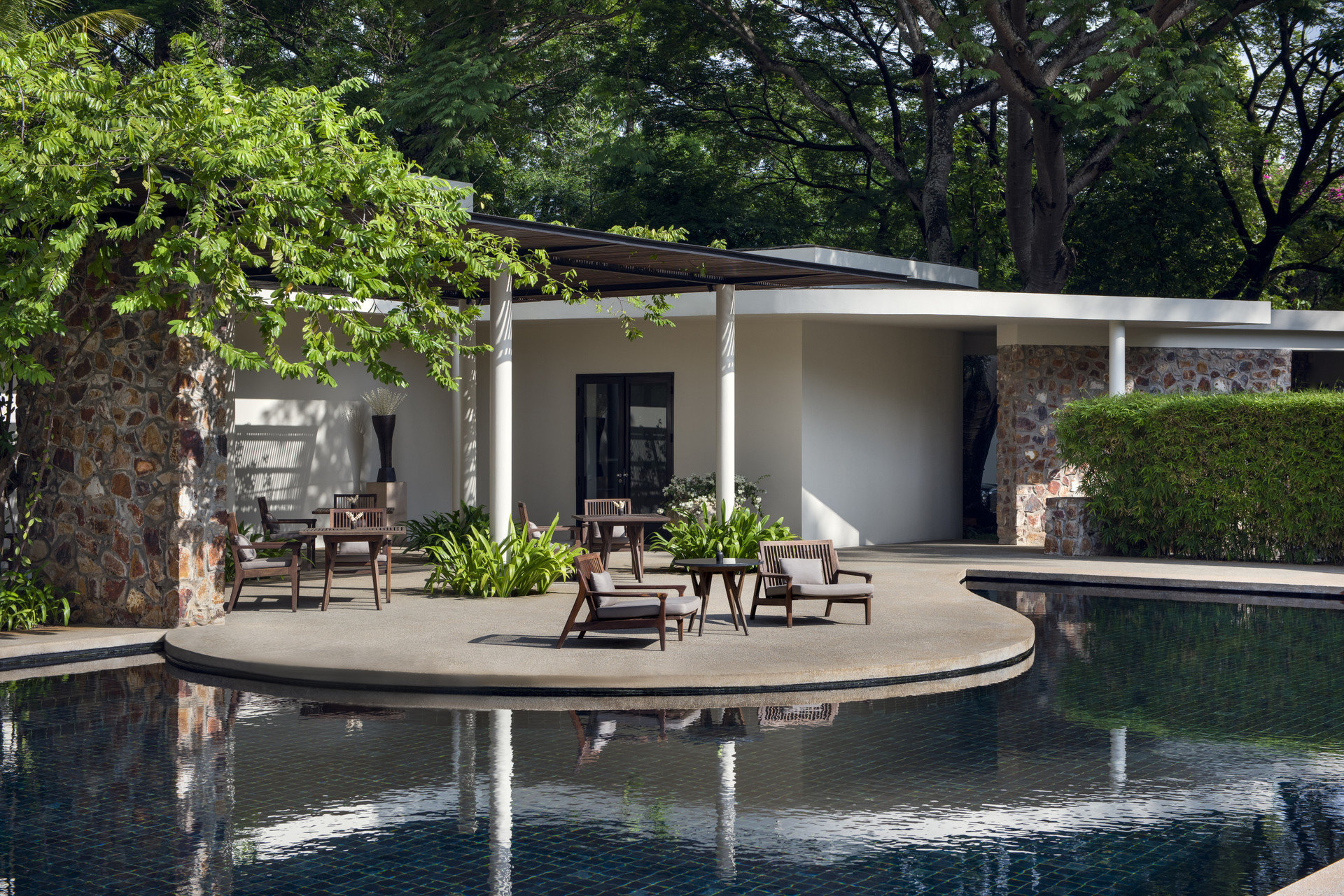 tree property swimming pool house backyard home Courtyard reflecting pool Villa outdoor structure yard Garden landscape architect cottage condominium mansion day