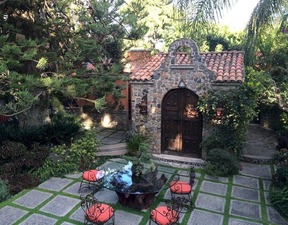 tree property red Garden Courtyard cottage backyard yard mansion Villa stone